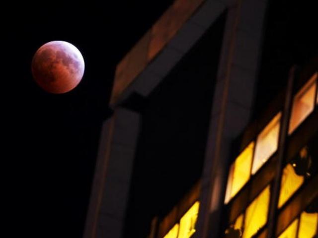 KNXV Blood moon_1397445741747_4080075_ver1.0_640_480